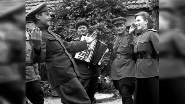 Bailar al estilo de los años 40, otra forma de conmemorar el 9 de mayo