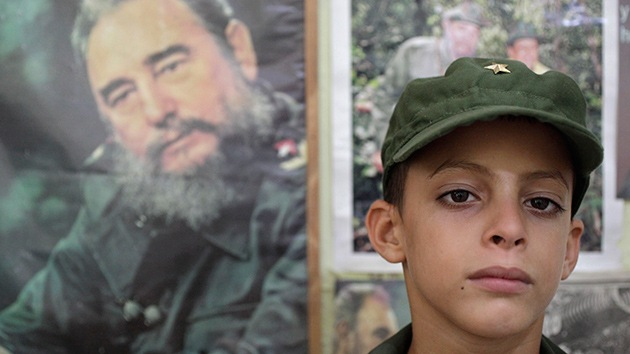 Fidel Castro recibe a Marlon Méndez, un niño de 8 años que quería conocerlo