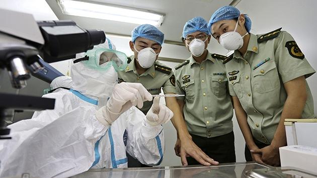 Un médico indica los pasos a seguir para impedir la epidemia del ébola en EE.UU.