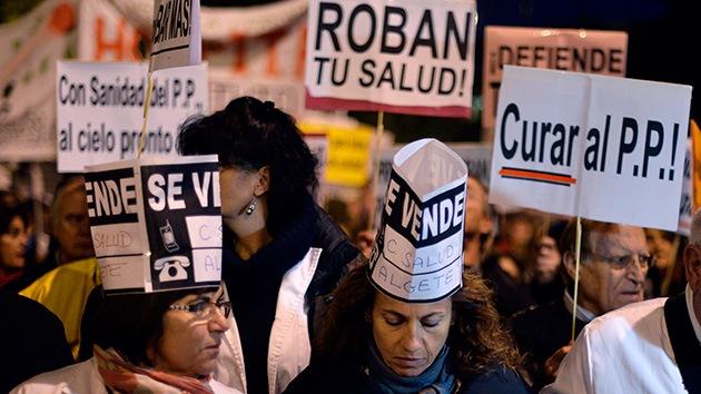 España: La 'marea blanca' para salvar la sanidad pública se extiende a 15 ciudades
