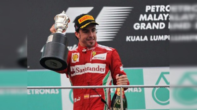Gran Premio de Malasia deja a Alonso como líder y un histórico podio para mexicano Pérez