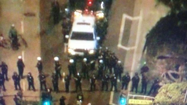 Occupy se enfrenta con la Policía en un acto cultural en Los Ángeles