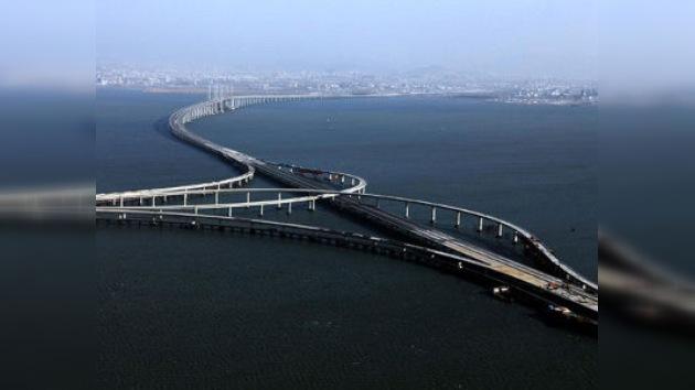 Construyen el puente sobre el agua más largo del mundo