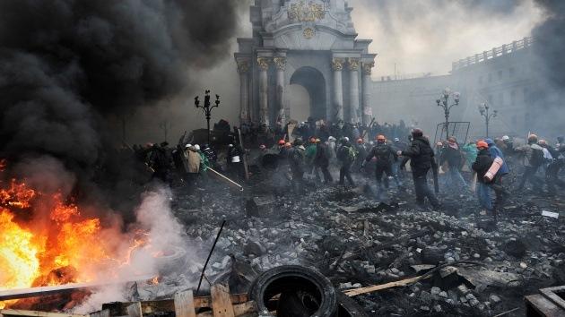 Los vídeos más impactantes de la violencia que recorre las calles de Kíev