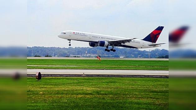 Un avión hace un aterrizaje de emergencia en Florida tras fallarle un motor