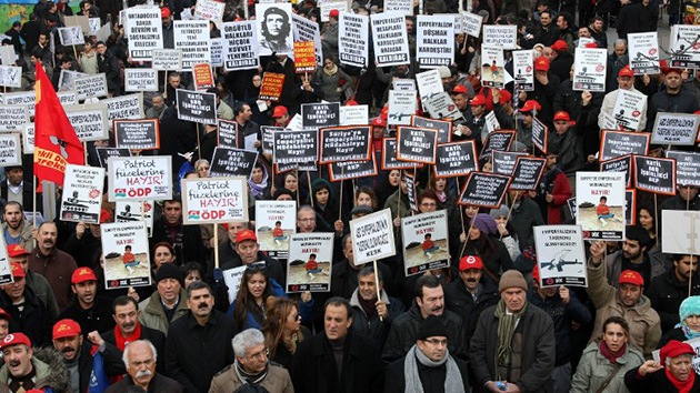 Fotos: Los turcos protestan por los sistemas Patriot de la OTAN y la guerra en Siria