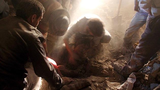 Rescatan con vida a víctimas del terremoto en Irán