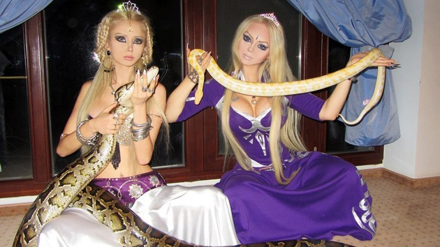 Fotos: La 'Barbie' Valeria Lukyanova encuentra a su 'hermana espiritual'