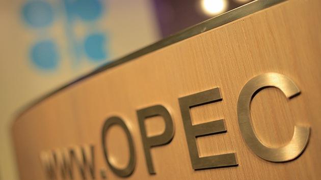 ¿Por qué la OPEP ha decidido no reducir la producción del petróleo?
