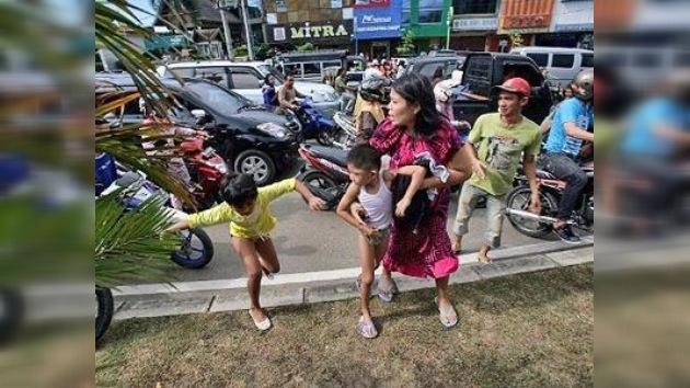 Un terremoto de 8,9 sacude Indonesia, hay peligro de tsunami