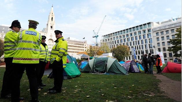 """Desalojan otro campamento del movimiento 'Ocupa Londres', """"no es el final"""", dicen"""