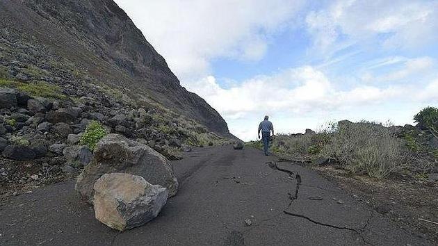 La actividad volcánica eleva la tierra de una isla española en seis centímetros
