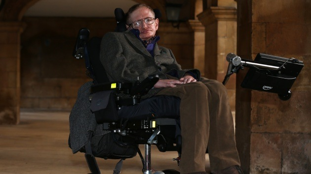 Científicos encuentran la manera de combatir la enfermedad de Stephen Hawking