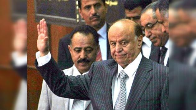 El ex presidente de Yemen entrega oficialmente el poder tras 33 años de mandato