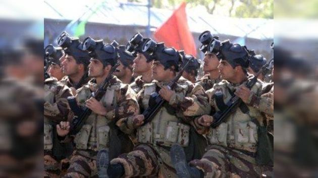 Irán se pone en guardia con nuevas maniobras de infantería en el desierto