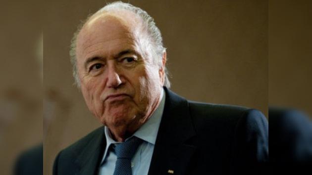 Bin Hammam pide que Blatter también sea investigado por corrupción