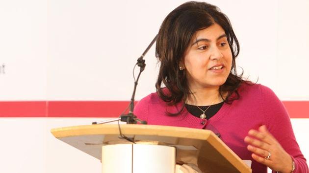 """""""No lo puedo apoyar más"""": Una ministra del Reino Unido dimite por Gaza"""