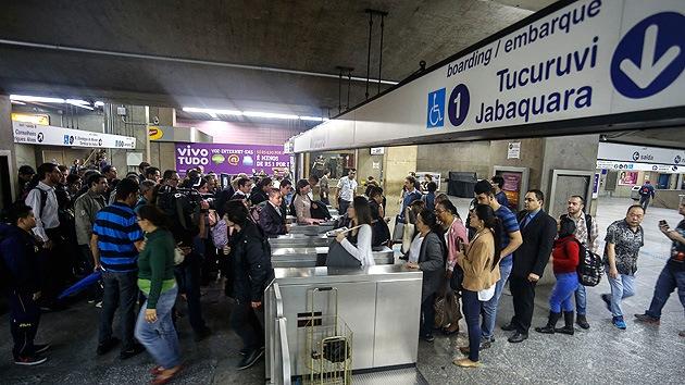 Brasil: los trabajadores del metro votan a favor de continuar con la huelga que amenaza el Mundial