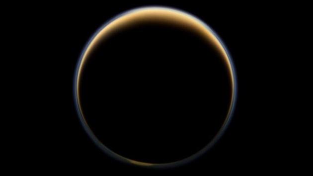 La NASA descubre componentes del plástico en una luna de Saturno, Titán