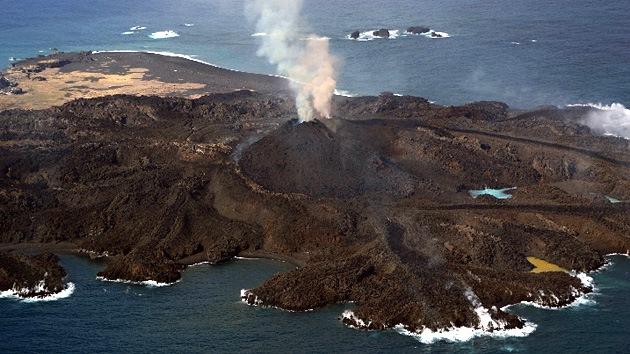 Fotos: Una isla vólcánica en Japón 'devora' a otra