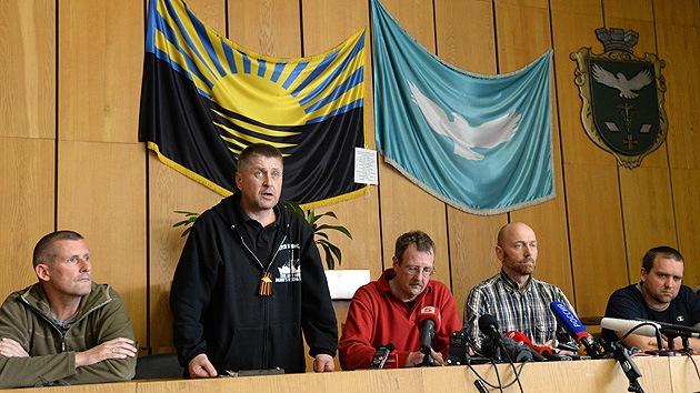 """Observadores de la OSCE detenidos en Ucrania: """"No somos prisioneros de guerra"""""""