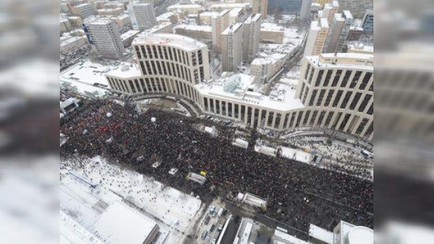 Moscú se tiñe de blanco: la oposición protesta los resultados de las elecciones