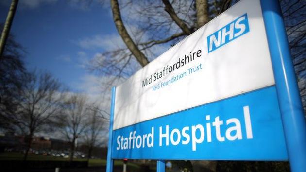 Escándalos relacionados con negligencias médicas sacuden el Reino Unido