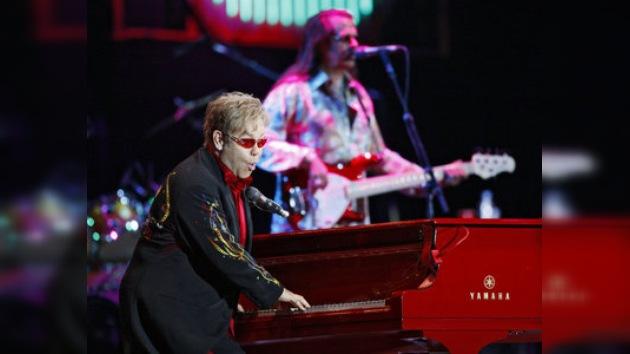Elton John dice que a Jesús no le interesaban las mujeres