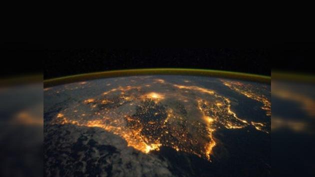 La Península Ibérica de noche vista desde el espacio