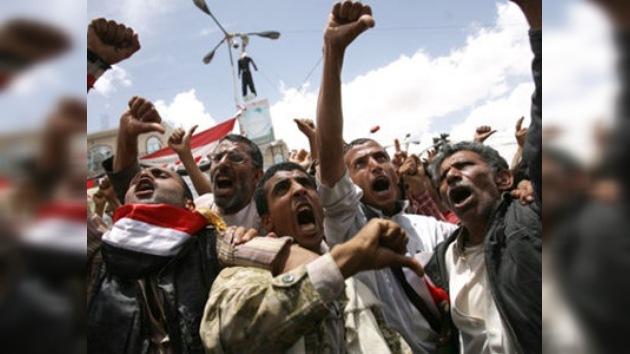 La oposición asalta dependencias gubernamentales en la capital yemení
