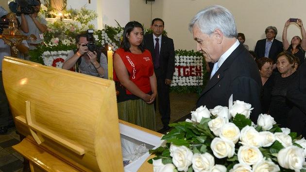 Video: Una mujer escupe al presidente de Chile en el velatorio de un sacerdote
