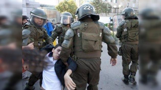 Chile: la Policía arremete contra los estudiantes que protestan por la educación