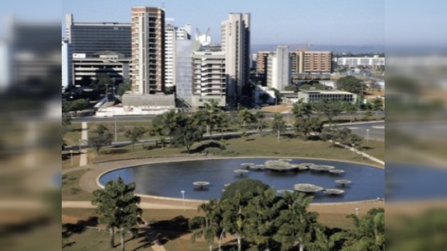 Brasil aumenta salario mínimo en 10% en previsión de un año próspero