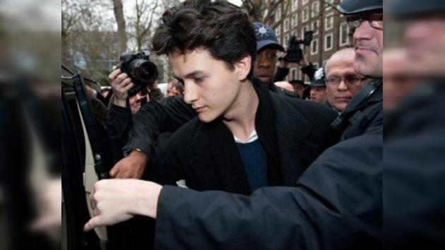 Un hijo del guitarrista de Pink Floyd, condenado por altercados en una manifestación