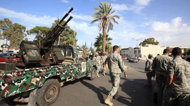 Más de 300 hombres armados cercan el parlamento de Libia
