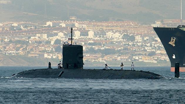 Un submarino nuclear británico 'asoma la nariz' en las aguas revueltas de Gibraltar