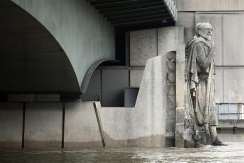 Con la inundación del Sena París se transforma en la segunda Venecia