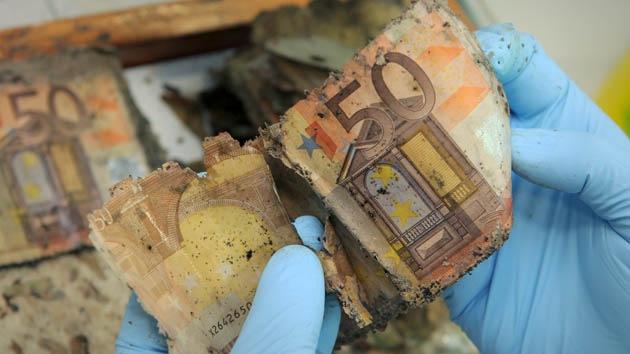 """Economista: """"El euro debería ir a la basura"""""""