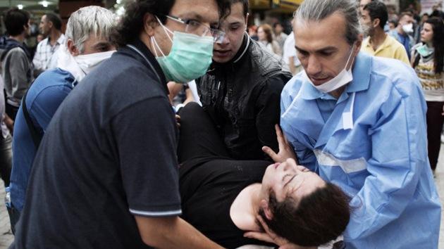"""Acusan a médicos voluntarios de atender """"sin permiso"""" a manifestantes en Turquía"""
