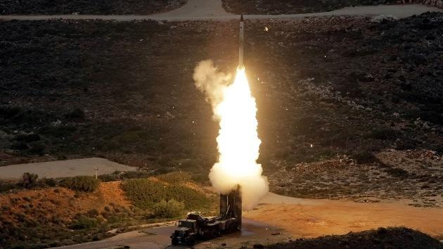 """Irán lanzará su sistema de defensa antiaérea, """"superior al S-300 ruso"""", en dos años"""