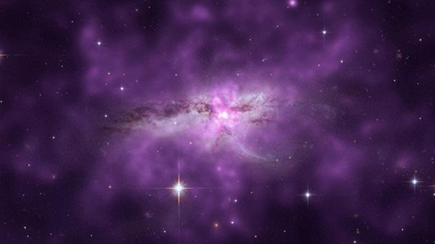Chandra obtiene la imagen de la nube de gas de dos galaxias confluyentes