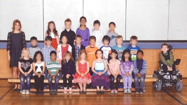 Un niño canadiense, 'apartado' en una foto escolar por ser discapacitado