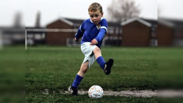 Niño prodigio de cinco años firma contrato con el Manchester United