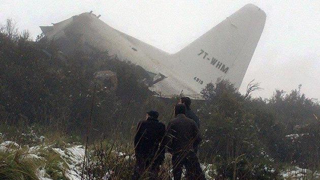 La caída de un avión de transporte militar en Argelia deja 70 muertos