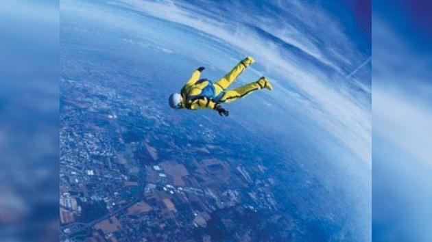Un paracaidista pretende romper la barrera del sonido