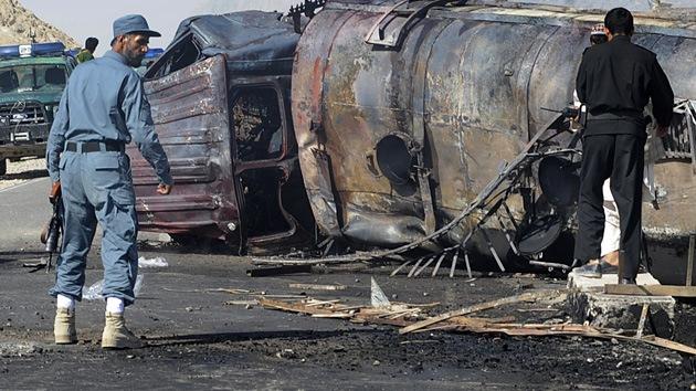 Afganistán: decenas de muertos en un atentado junto a base aérea de la OTAN