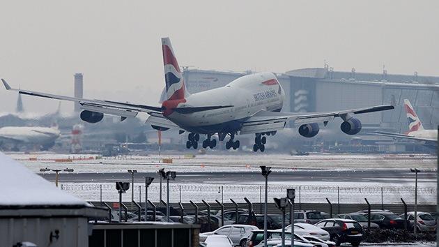 Reino Unido: Cierran el aeropuerto de Heathrow por un aterrizaje de emergencia