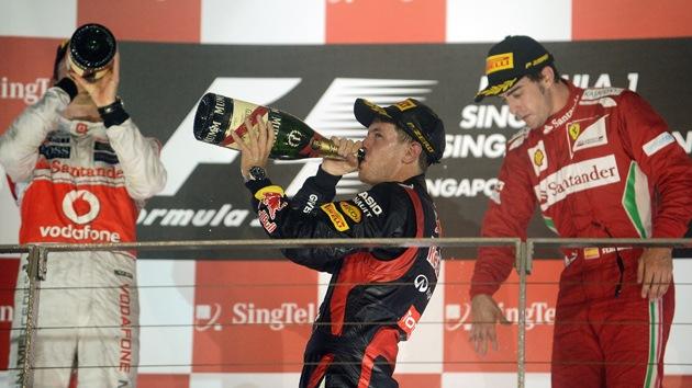 Vettel consigue la victoria en Singapur en una accidentada carrera
