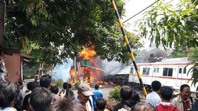 Al menos siete muertos en un accidente de tren en Indonesia