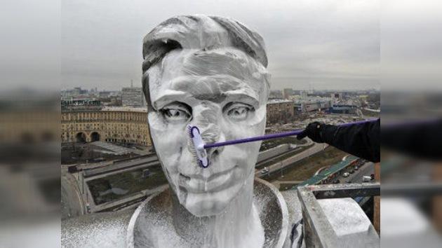 Vídeo: 'abrillantan' el monumento de Yuri Gagarin por el Día de la Cosmonáutica